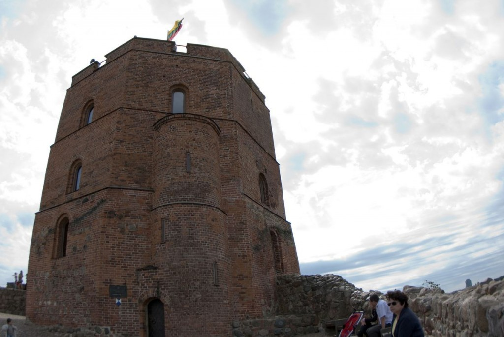 Изображение Башни Гедиминаса на фоне неба