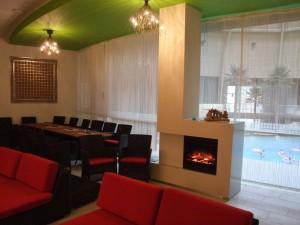 Столы и стулья кафе аквапарка