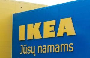 Логотип на здании магазина ИКЕА