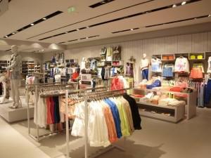 изображение одежды в магазине акрополис