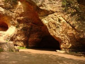 Изображение входа в пещеру Гутманя