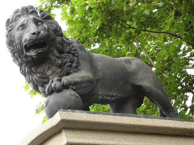 "Скульптура ""Шведский лев"" в Нарве"