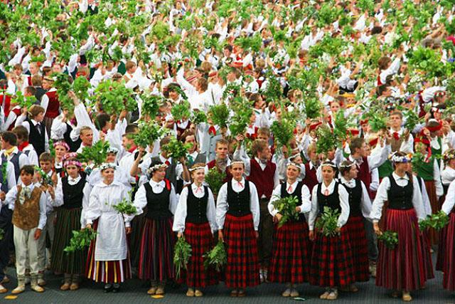 На фестивале песни и танца в Риге