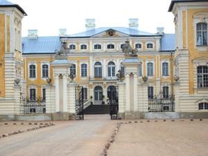Рундальский дворец в Латвии