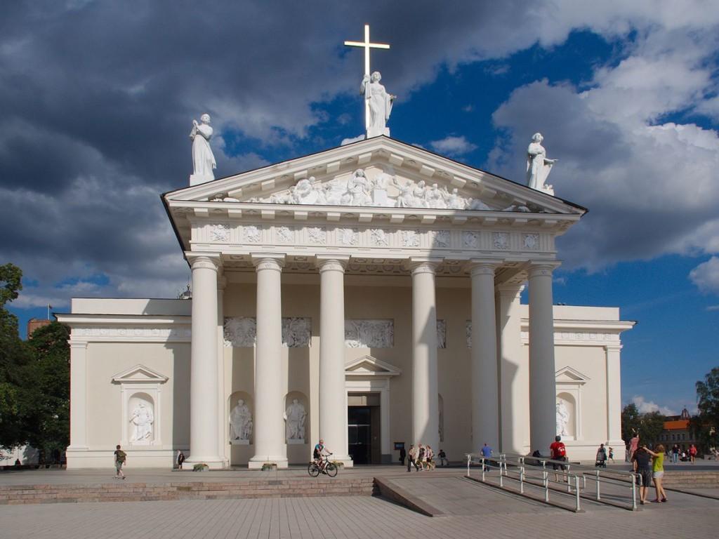 Фасад кафедрального собора в Вильнюсе