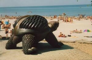 изображение памятника черепахе в юрмале