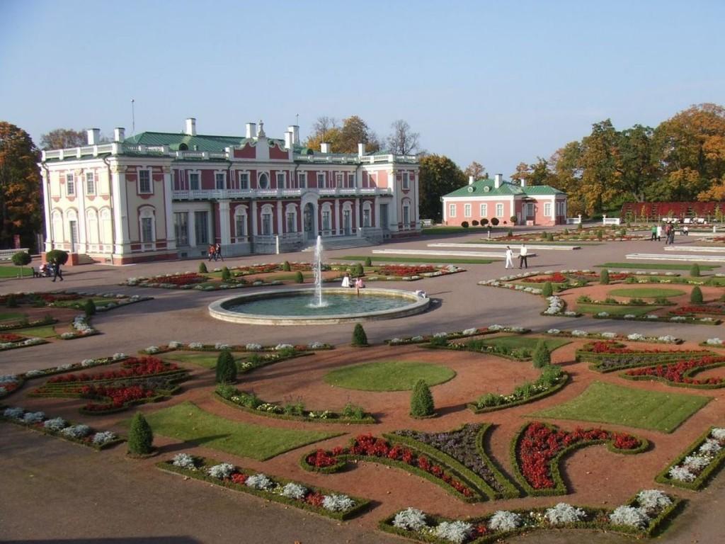 Дворец в парке Кадриорг