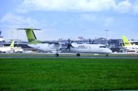 """Фотография самолетов компании """"airBaltic"""" на взлетной полосе международного аэропорта в Риге"""