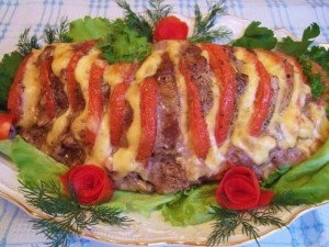 Запеченая в духовке свинина с помидорами по рецепту национальной латышской кухни