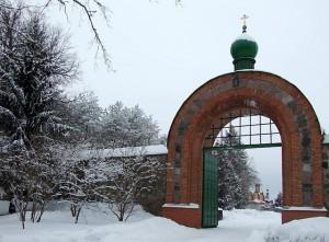 Ворота Пюхтицкого монастыря в Эстонии