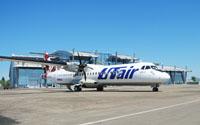 Самолет компании ЮТэйр в аэропорте Вильнюса
