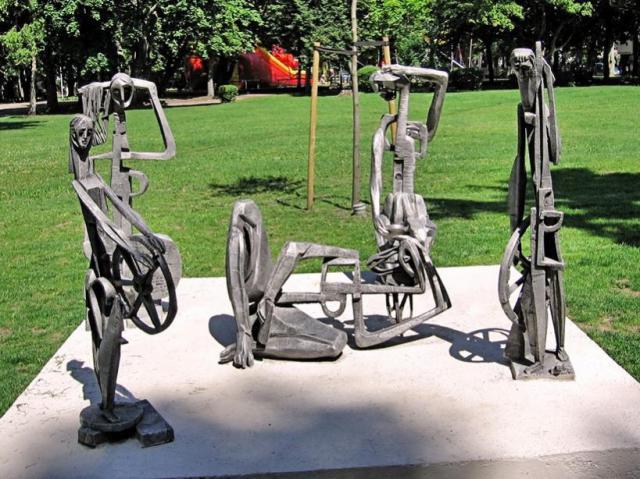 Необычные скульптуры в Паланге