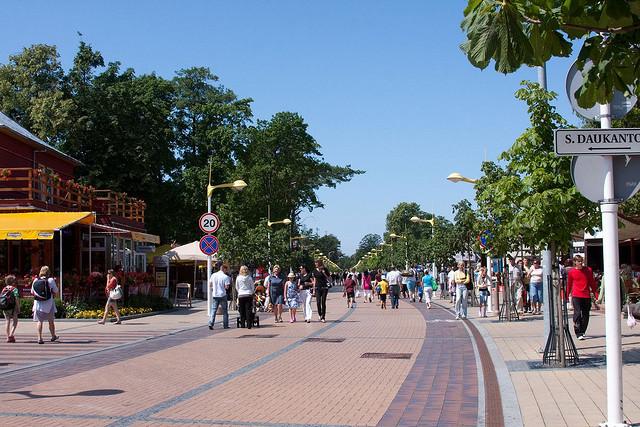 Улица центра Паланги