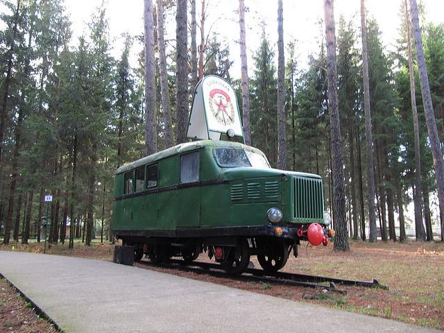 Автомобиль в музее советской скульптуры