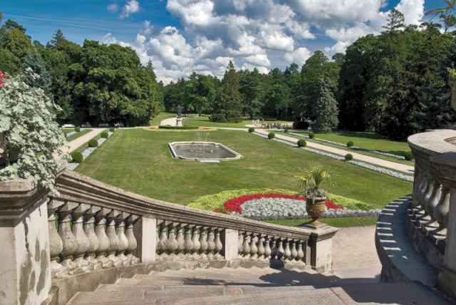 Ботанический парк в Паланге летом
